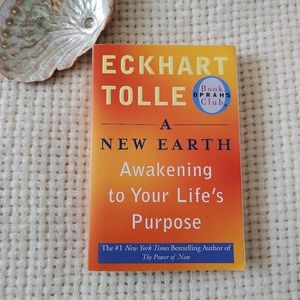 Eckhart Tolle - A New Earth: Awakening to Your Life's Purpose Paperback Book